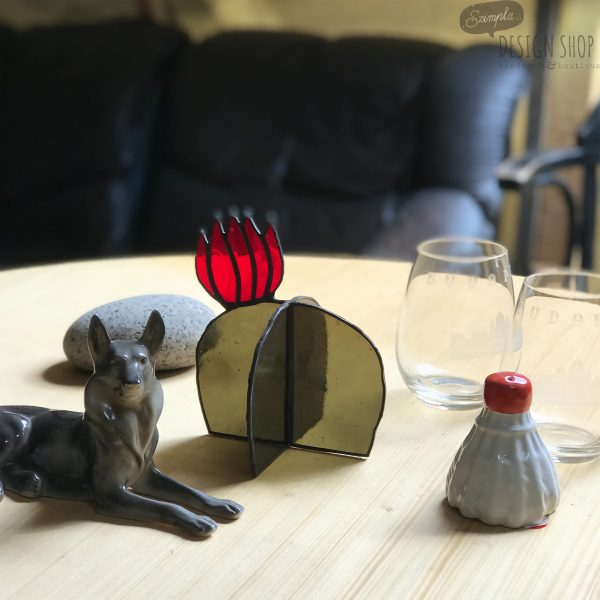 Virágzó kaktusz asztali üvegdísz, piros virággal (közepes nagyságú)