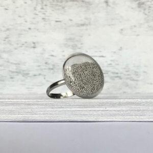 Kis lapos gyűrű ezüst fényű gyöngyökkel - Giranelli
